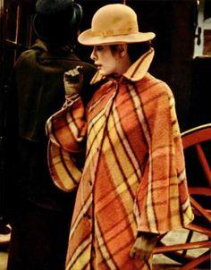 Check cape coat L'officiel magazine 1971