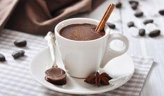 Čokolada jenezaobilazni deo gotovo svih kolača, sladoleda, šejkova ili nekih drugih napitaka.Zbog njenog ukusa kojem skoro niko ne može da odoli, čokolada se upotrebljava na razne načine, a poslastice pripremljene sa njom su medju omiljenima.Nažalost, čokolada može da bude najveći protivnik...