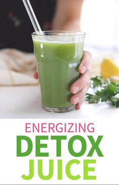 This Detox Juice Recipe is like drinking a liquid vitamin! It's loaded with nutrients to help support your body's natural detox system (like the liver and kidneys) and it may help to give you more energy, without activating your digestive system. Weight Loss Drinks, Weight Loss Smoothies, Detox Juice Recipes, Smoothie Recipes, Juicer Recipes, Salad Recipes, Health Recipes, Colon Cleanse Recipes, Diy Colon Cleanse