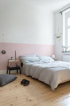 Endlich schöne Beistelltische! | SoLebIch.de #beistelltische #bedroom #schlafzimmer #nachttisch #hocker #trittleiter #schwarz #holz #interior #einrichtung #einrichtungsideen Foto: Craftifair
