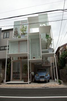 please don't throw any stones if you live here! Top 10 Most Unusual Homes in the World, Transparent House, Japan Creative Architecture, Beautiful Architecture, Interior Architecture, Unique Buildings, Amazing Buildings, Building Design, Building A House, Unusual Homes, Glass House