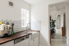 The couple found theapron sink inHemingway's parents' garden, and they designed the faucet themselves.