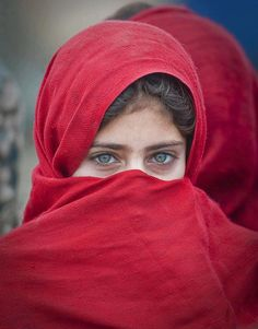 earth-song: another beautiful afghan girl by Григорий Беденко Beautiful Hijab, Beautiful Eyes, Beautiful People, Amazing Eyes, Cultures Du Monde, World Cultures, We Are The World, People Around The World, Pretty Eyes
