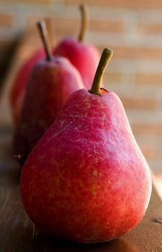 Seasonal Fruit Available From Storage: Pears Fruit And Veg, Fruits And Vegetables, Fresh Fruit, Growing Vegetables, Photo Fruit, Red Pear, Fruit Photography, Beautiful Fruits, Delicious Fruit