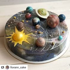 What do you think about this cake?😉😏😏 ⠀ ⠀ Stay with 👉👉 to joy amazing desserts 🍩🍰😋 ⠀ ⠀ Credits by ⠀ ⠀ Tag… Beautiful Cakes, Amazing Cakes, Cake Cookies, Cupcake Cakes, Bolo Tumblr, Solar System Cake, Planet Cake, Mirror Glaze Cake, Mirror Cakes