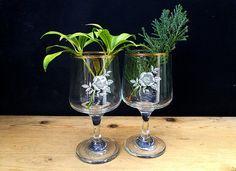 Vintage wine glasses . Pair of Mid century glasses . Gold rim with white flower pattern . Pair of wine glasses . Vintage barware . MCM bar