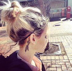 Imagenes de tatuajes pequeños detras de la oreja para mujeres