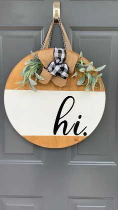 Wooden Door Signs, Wooden Door Hangers, Diy Wood Signs, Porte Diy, Welcome Signs Front Door, Wooden Welcome Signs, Wooden Wreaths, Do It Yourself Home, Diy Door