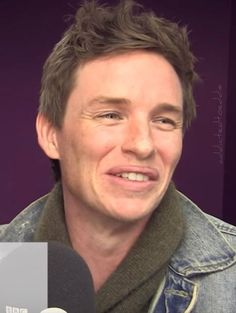 Video: Eddie Redmayne - Youtube Comment Reactions