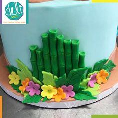 Edible Fondant Moana Cake Decorations by DELIdesignsStore on Etsy Luau Birthday Cakes, Luau Cakes, Moana Birthday, Hawaiian Cakes, 4th Birthday, Moana Themed Party, Moana Party, Cake Decorating With Fondant, Cake Decorating Tips