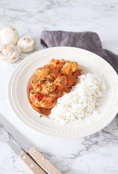 Snelle stroganoff met kip - Lekker en Simpel I Love Food, Good Food, Yummy Food, Tapas, Healthy Snacks, Healthy Recipes, Easy Eat, Easy Delicious Recipes, Dinner Is Served