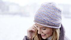 Mützen sind längst mehr als ein Kleidungsstück. Mützen sind die Hüte von heute. Sie sind cool, trendy und erfüllen nicht mehr nur den Zweck des Wärmens. Sie sind ein modisches Statement. Tanja Steinbach zeigt uns, wie wir leichte Mützen für das ganze Jahr selber stricken können.