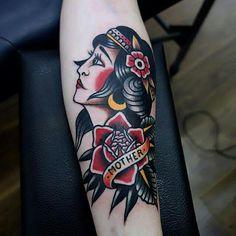 """Aos pedidos de referencias de tatuagens tradicionais, vimos essa e ficamos apaixonados!  Artista: <a href=""""http://instagram.com/morstattoo"""">@morstattoo</a>"""