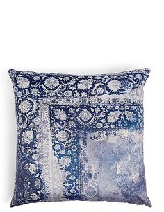 Buy the Oversized Velvet Vintage Print Cushion from Marks and Spencer's range. Printed Cushions, Scatter Cushions, Throw Pillows, Modern Colors, Vibrant Colors, Oversized Pillows, Vintage Velvet, White Decor, Vintage Prints