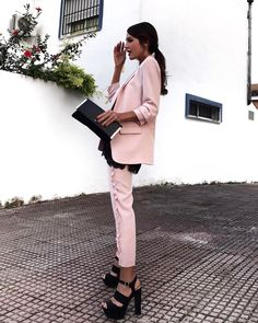 """14.2 mil Me gusta, 133 comentarios - Rocío Osorno (@rocio0sorno) en Instagram: """"Otra del traje rosa de Zara que me puse en Feria... Os dejo las REF de ambas cosas en los stories!"""""""