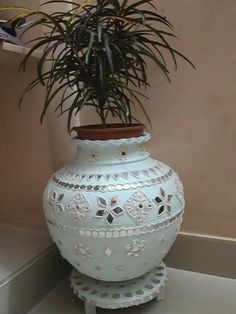 Pottery Designs, Pottery Painting Designs, Paint Designs, Pottery Art, Diy Crafts For Home Decor, Diy Crafts Hacks, Diy Arts And Crafts, Mirror Crafts, Vase Crafts