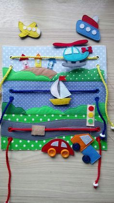 QuietBook Idee Fahrzeuge Seite Flugzeug Boot Schiff Auto Ampel Wasser S Diy Quiet Books, Baby Quiet Book, Felt Quiet Books, Quiet Book Templates, Quiet Book Patterns, Sewing Toys, Sewing Crafts, Sewing Projects, Sewing Ideas