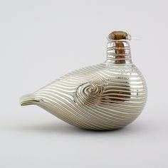 ** Oiva Toikka, Iittala, Nuutajärvi, Finland. Glass Bird. Vintage Vases, Vintage Pottery, Bird Design, Glass Design, Sculpture Art, Sculptures, Glass Birds, Factories, Painted Paper