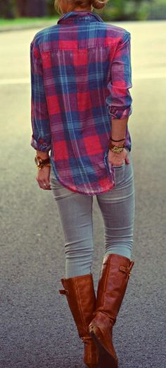 Casual Fall Outfit Red and Blue Flannel Shirt, Light-Wash Jeans, and Brown Riding Boots Looks Chic, Looks Style, Style Me, Look Fashion, Street Fashion, Womens Fashion, Plaid Fashion, Fashion Fall, Fasion
