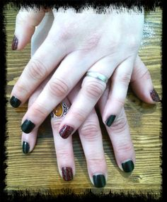 Decoración punzón Shellac. Nails desing Shellac red and black punch decoration.