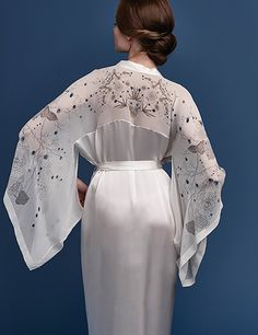 Beautifully patterned kimono robes are almost always hand painted with exquisite detail. Satin Kimono, Satin Gown, Abaya Fashion, Kimono Fashion, Mode Abaya, Bridal Robes, Kaftan, Asian Fashion, India Fashion