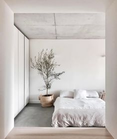 Modern bedroom, white bedroom, minimalist bedroom, home decor bedroom, se. Wabi Sabi, Home Decor Bedroom, Bedroom Furniture, Bedroom Ideas, Diy Bedroom, Modern Bedroom, Bedroom Signs, Queen Bedroom, Serene Bedroom
