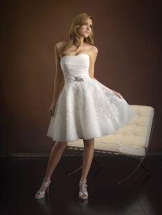 Description:  This cocktail dress is made of satin bust and lace skirt, with brooch in the waist line,  strapless, tea length.