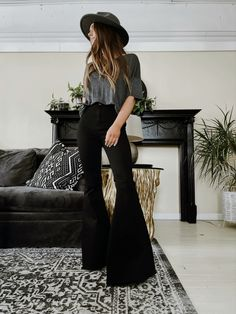 Boho Fashion, Fashion Outfits, Bell Bottoms, Bell Bottom Pants, Professional Outfits, Flare Pants Outfit Boho, Flare Jeans, Trousers, Boutique