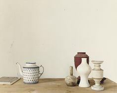 Luigi Ghirri, l'atelier de Giorgio Morandi À la fin des années 1980, Luigi Ghirri réalise de nombreuses photographies en intérieur. Maisons, musées, ateliers d'artisans, celui d'Aldo Rossi… Il semble...
