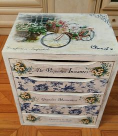 Decoupage Drawers, Decoupage Furniture, Decoupage Vintage, Decoupage Paper, Recycled Furniture, Painted Furniture, Diy Furniture, Paper Artwork, Mason Jar Crafts