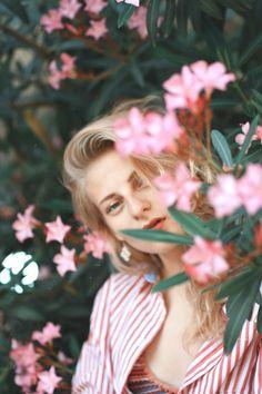 Девушка сквозь цветы My Flower, Flowers, Portraits, Head Shots, Portrait Photography, Royal Icing Flowers, Flower, Florals, Floral