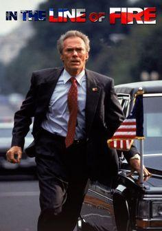 Frank Horrigan (Clint Eastwood) es un veterano escolta, que conoció tiempos mejores cuando llegó a ser guardaespaldas del Presidente Kennedy. Muchos años después, a punto de retirarse, está atraves…