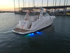 """Be There Shortly!!"" 2002 SeaRay Boats 280 Sundancer is sleek, comfortable, and sleeps six."