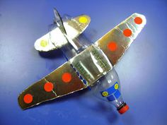 Avión plateado