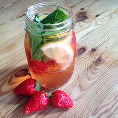 Detox-Wasser ist nichts anderes als Leitungswasser mit frischen Früchten und Kräutern versetzt. Und ist gerade darum so gesund!  - local.ch