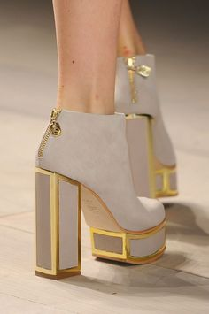 Chanel high heels, i love bulky, beautiful shoes like this! Crazy Shoes, Me Too Shoes, Women's Shoes, Dream Shoes, Bootie Boots, Shoe Boots, Ankle Boots, Mode Ootd, Paris Mode