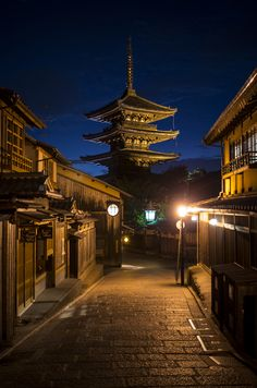 Yasaka-no-to Pagoda in the Blue Hour, Kyoto Beautiful Places In Japan, Beautiful World, Japanese Shrine, Japan Landscape, Aesthetic Japan, Le Havre, Kyoto Japan, Japanese Culture, Japan Travel