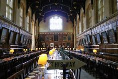 © Jodie Taylor If you ever find yourself in Oxford, England in search of a bed for the night, you might consider booking a room at the student dorm accommodation of Christ Church College, University #nightbedding