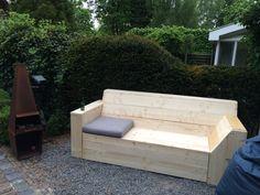 Steigerhouten DIY bank met IKEA kussen van 60 x 60 cm, hier nog niet in whitewash.