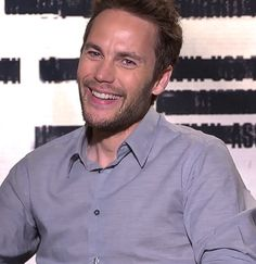 That smile tho' duck (oc) taylor kitsch, kitsch и actors & a Chris Evans Kiss, Chris Evans Funny, Captain America Transformation, Cute Celebrities, Celebs, Taylor Rogers, Tim Riggins, Funny Interview, Beard Look