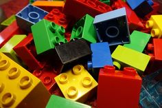 Can Lego bricks and other construction toys boost your child's STEM skills? Lego Duplo, Play Doh, Legos, Casa Lego, Lego Guns, Stem Skills, Lego Store, Lego For Kids, Lego Blocks