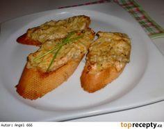Toustíky se sýrovo - kuřecí směsí