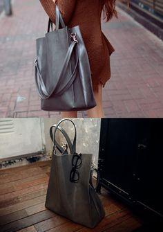 Today's Hot Pick :[フェイクレザートートバッグ]ビンテージ風フェイクレザートートバッグ【CHUU】 http://fashionstylep.com/SFSELFAA0013935/chuujp/out ビンテージ風フェイクレザートートバッグです。 定番なトートバッグは服のスタイルを選びません♪ 大きめサイズなのでA4はもちろん雑誌も入ります☆ ザクザクと物を入れこめるのでお仕事