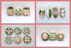 nešitý patchwork šišky 10 cm, medailóniky 8 cm, gule 6 cm Christmas Patchwork, Quilted Ornaments, Ribbons, Bias Tape, Grinding