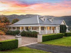 Home Design Images, Australian Homes, Australian Country Houses, House Entrance, Farm Entrance, Farm Lifestyle, Homestead House, Country House Design, Cottage Exterior
