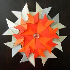 Mandala Ciranda de Gatos, dobrada em Papel Color Plus A6, sobre outra dobrada com Papel Ingres Fabriano A5