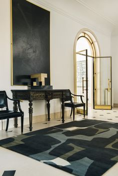 A mix of the very traditional with the very modern works because black pulls it together.