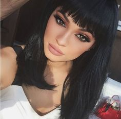 Kylie Jenner's shocking Kim Kardashian 'Cleopatra' hair makeover. The comparisons between Kim Kardashian and Kylie Jenner, continues. Kylie debuted a banging. Kylie Jenner Look, Kylie Jenner Makeup, Kendall And Kylie, Kendall Jenner, Kylie Jenner Hair Fringe, Kylie Jenner Hair 2018, Jenner Style, Kylie Jenner Hair Medium, Kylie Jenner Black Hair