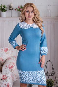 Вязаные платья голубое