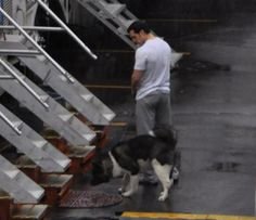 Henry and his dog on the set of Batman v Superman